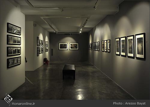 """گزارش تصویری نمایشگاه گروهی عکس با عنوان """" جوان تر از زندگی """" در گالری شیرین ( 2 مرداد94 )"""