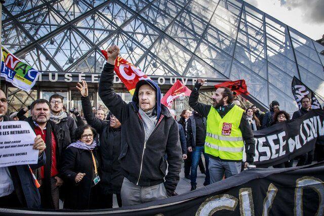 اعتراضات فرانسه درهای موزه لوور را بست