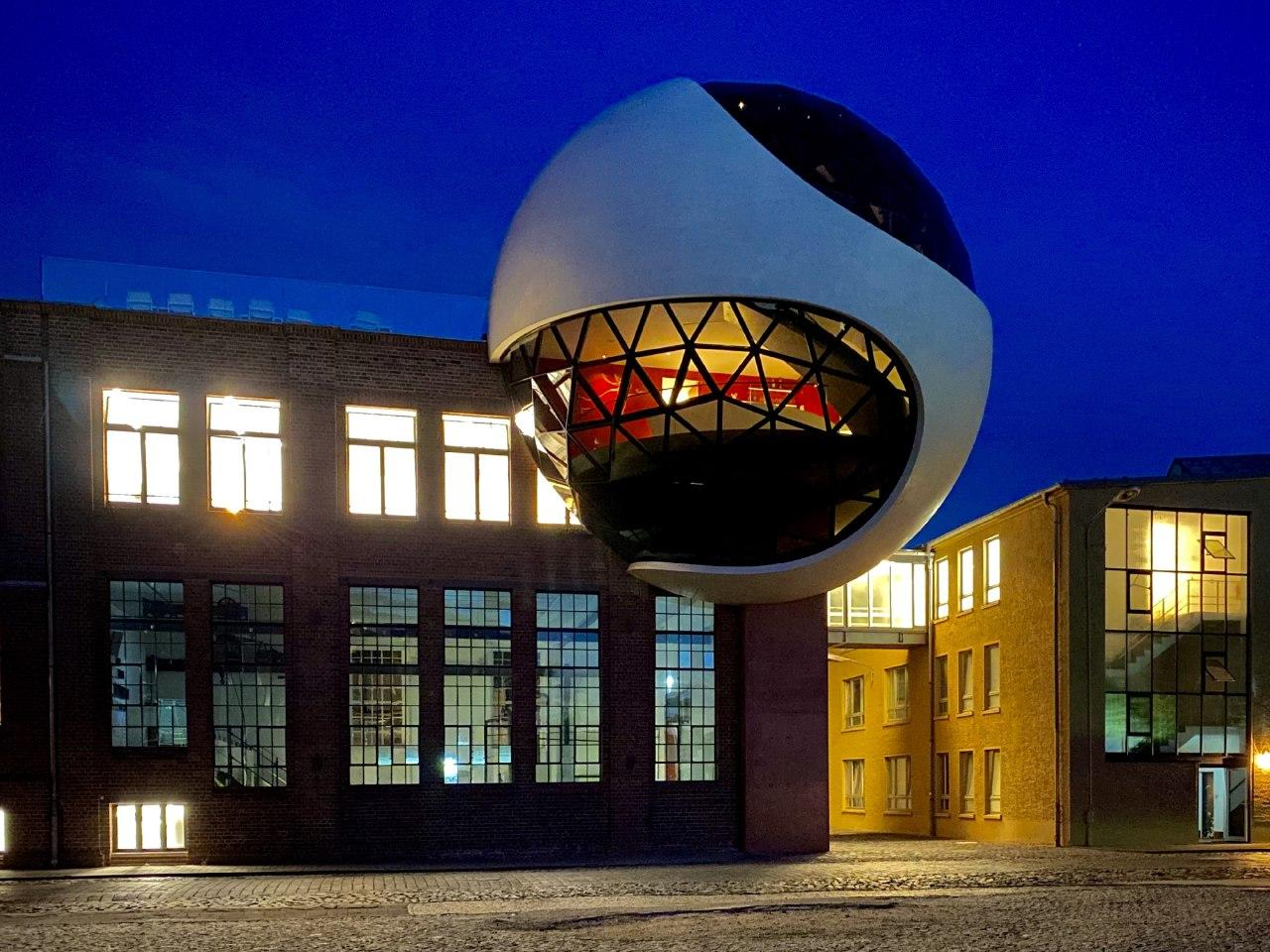 An Oscar Niemeyer-Designed White Concrete and Glazed Sphere, Generates Extension for a Factory Canteen in Germany