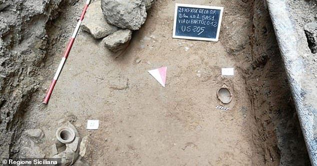 کشف گورستان باستانی در ایتالیا